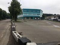 Аренда склада Носовихинское шоссе, 14 км от МКАД. 3040 кв.м.  Предлагаем снять склад в деревне Пестово, Балашихинский р-он, 600 метров от Носовихинского шоссе, 14 км от МКАД.   Площадь склада 3040 кв.м, в том числе офис 300 кв.м.  Склад отапливаемый. Высота потолка 12 метров, пол - антипыль.  5 отдельных ворот (одни на нулевой отметке, двое с широким пандусом, двое прорезиненные).  Мощность 100 кВт.  Удобный асфальтированный подъезд для грузовых авто.  Охрана, видеонаблюдение.  Вода, канализация есть.  Имеется наземный паркинг для ночевки грузовиков.   Цена аренды 450 рублей за кв.м (как за складские, так и офисные помещения). УСН.  Оплачивается аренда первый и последний месяц, отопление и свет по счетчикам.